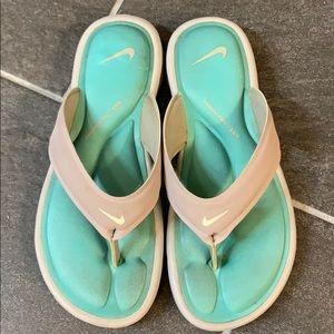 EUC Nike thong flip flops
